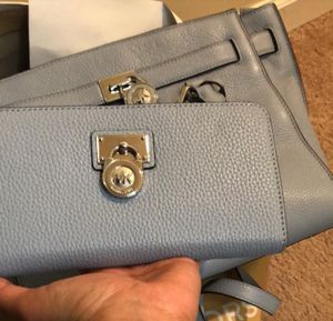 Michael Kors Large Hamilton Satchel Bag never used my husband bought this from California for 450$ not my color. Still available in macys for Sale in Burke, VA
