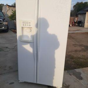 Refrigerador Usado Bien Linpio for Sale in Moreno Valley, CA