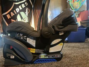 Graco Baby Car Seat and Base for Sale in Stockton, CA