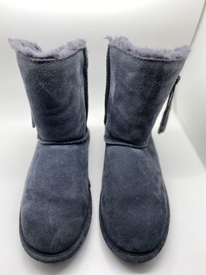 Girls bearpaw Boots grey for Sale in Grand Prairie, TX