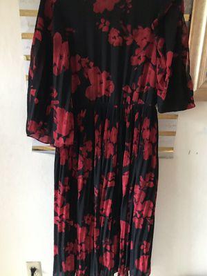 H&M long crepe chiffon pleated dress size 10 for Sale in El Cerrito, CA