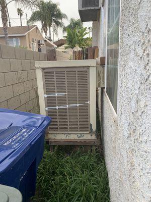 Swamp cooler buenas condiciones for Sale in Riverside, CA