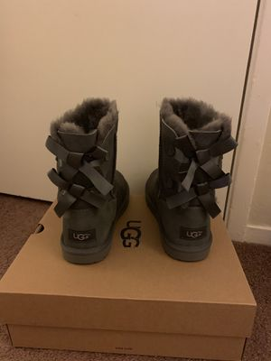 100% Authentic Brand New, used for sale  Box UGG Bailey Bow II Boots / Women size 7 (Big Kids size 5) / Color: Grey for Sale