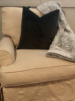 Oversize glider chair for Sale in Simi Valley,  CA