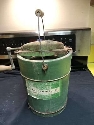 """Vintage wooden ice cream maker """"maid of honor"""" for Sale in Bellevue, WA"""