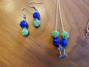 """18"""" Seahawks necklace with matching earrings for Sale in Milton, WA"""