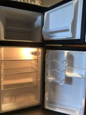 4.5 ft. Mini fridge for Sale in Columbus, OH