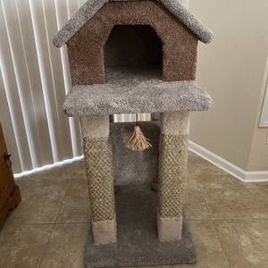 Cat house with scratching post for Sale in Naples, FL