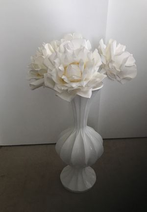 ZGallerie Vase W Flowers for Sale in Norco, CA