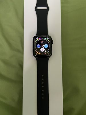 Apple iPhone series 5 watch 32 gig 44mm for Sale in Baltimore, MD