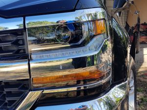 2016 Silverado 1500 Headlight for Sale in Dundee, FL