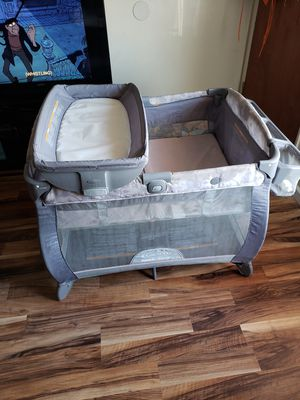 Graco playpen with changing table for Sale in Bellflower, CA