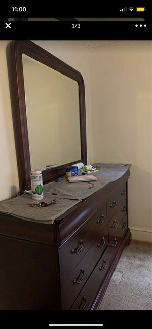 Dresser with mirror for Sale in Greenville, SC