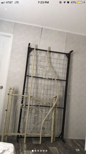 Twin daybed frame/ box spring combo for Sale in Tampa, FL