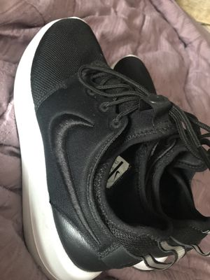 Nike size 7.5 sneakers. Only worn once for Sale in Auburndale, FL