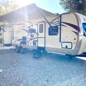 2017 Rockwood signature series ultra light 34ft For Slides for Sale in Murrieta, CA