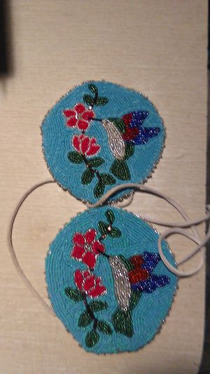 Hand beaded hair ties, barrette, and earrings for Sale in Puyallup, WA
