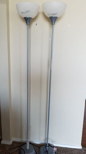 2 floor lamp with 4 bulbs for Sale in Fort Worth, TX