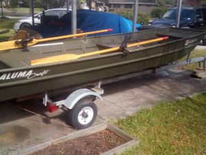 14 ft aluminum boat with 5hp Colman 4 stroke outboard motor with trailer for Sale in Vidor, TX
