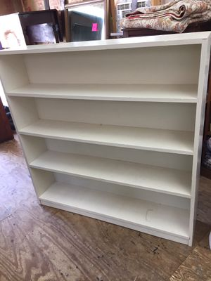 Nice White Pine Bookshelf,Solid, Good Condition for Sale in Waynesboro, VA