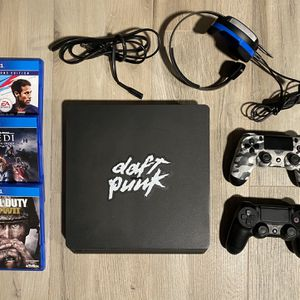 PS4 Slim 500GB, 2 Controllers, Turtle Beach Headset & 3 Games for Sale in Chula Vista, CA