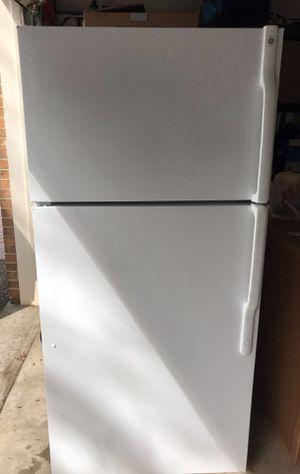 GE GTS16BBSALWW White top freezer 15.7 cu. ft. Refrigerator for Sale in Gaithersburg, MD