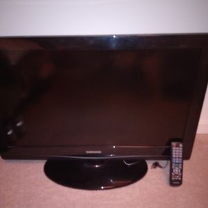 "32""Samsung LCD TV for Sale in Groton, MA"