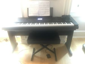 Yamaha DGX-660 piano with bench, headphones, sustain pedal and dust cover! Like new for Sale in Jersey City, NJ