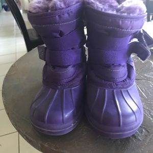 Girls Size 11/12 Snow Boots for Sale in Richboro, PA