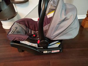 Graco Snugride infant car seat and base! for Sale in Humble, TX