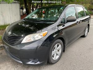 2012 Toyota Sienna Base 7-Passenger for Sale in Paterson, NJ