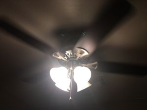 Hunter ceiling fan with remote- free for Sale in Phoenix, AZ