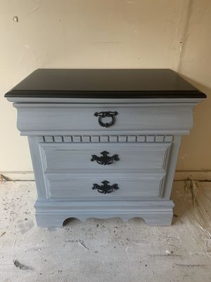 Solid Wood Bassett Gray Accented & Black Nightstand for Sale in Mokena, IL