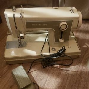 Sears Kenmore Sewing Machine And Carrying Case for Sale in Tracy, CA