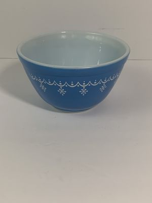 PYREX BLUE SNOWFLAKE GARLAND BOWL -1 1/2PT #401 MIXING KITCHEN Vintage for Sale in Elgin, IL