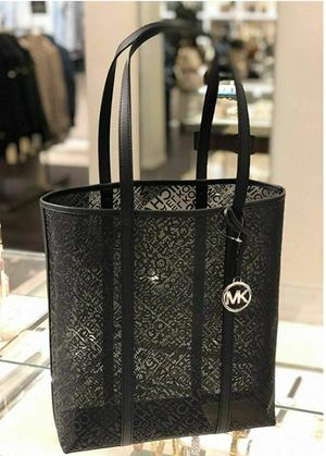 Brand New Michael Kors Nylon Large Tote Bag. Perfect for casino/hotel workers. Price is FIRM. for Sale in Las Vegas, NV