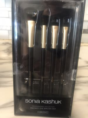 Sonia kashuk makup brushes for Sale in Lexington, KY