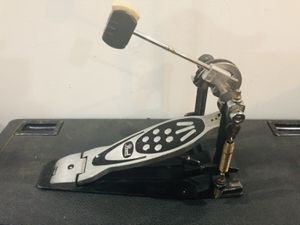 PEARL CHAIN DRIVE BASS DRUM PEDAL WITH SUPPORT PLATE for Sale in Los Angeles, CA