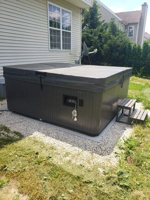Hot tub for Sale in TATAMY Borough, PA