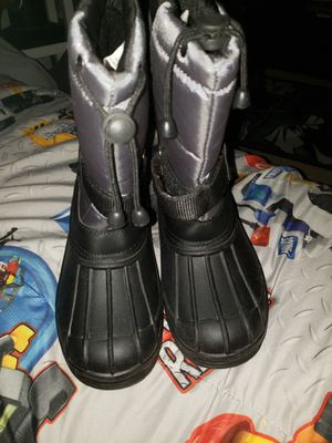Snow boots kid size 4 for Sale in Modesto, CA