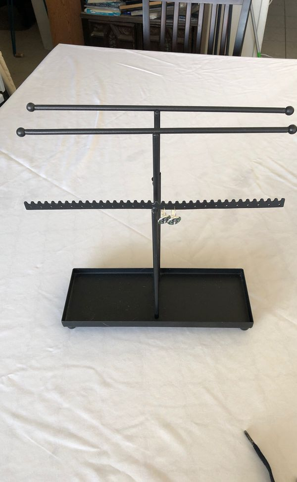 Adjustable jewelry stand