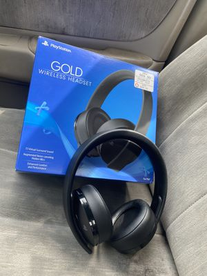 GOLD PLAYSTATION WIRELESS HEADSET for Sale in Columbus, OH