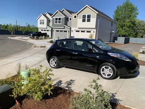 2011 Nissan Leaf Excellent condition nice car for Sale in Portland, OR