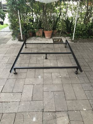 Queen bed metal bed frame with center support for Sale in Robstown, TX