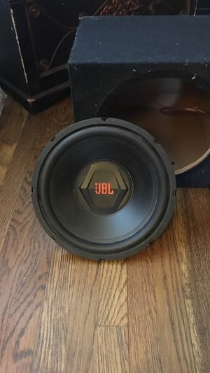 JBL 1000 watts subwoofer amp and box for Sale in Tappan, NY