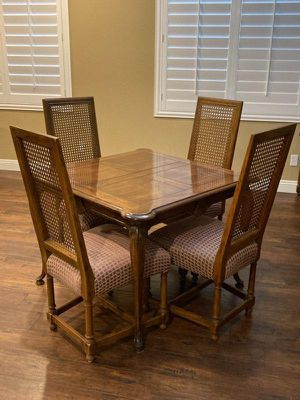 Table and chairs for Sale in Temecula, CA