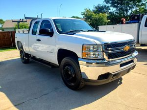 2013 chevy silverado 2500hd 4x4 gas for Sale in Mesquite, TX