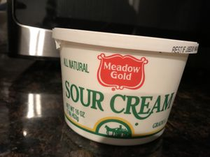 FREE - 15 Sour cream grade A and Cottage Cheese FREE for Sale in Bellevue, WA