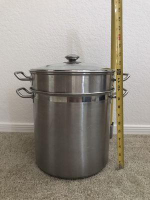 16 qt stock pot with strainer and steamer basket for Sale in Peoria, AZ
