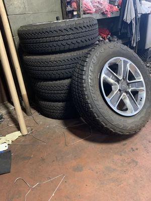 Jeep Wrangler OEM wheels and tires for Sale in Dearborn, MI